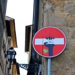 street art we włoszech - Clet- Ja mówię TO https://jamowie.to