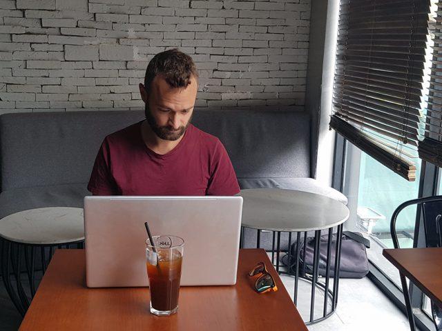 Jak zorganizować pracę zAzji? – usługi, aplikacje istrony www